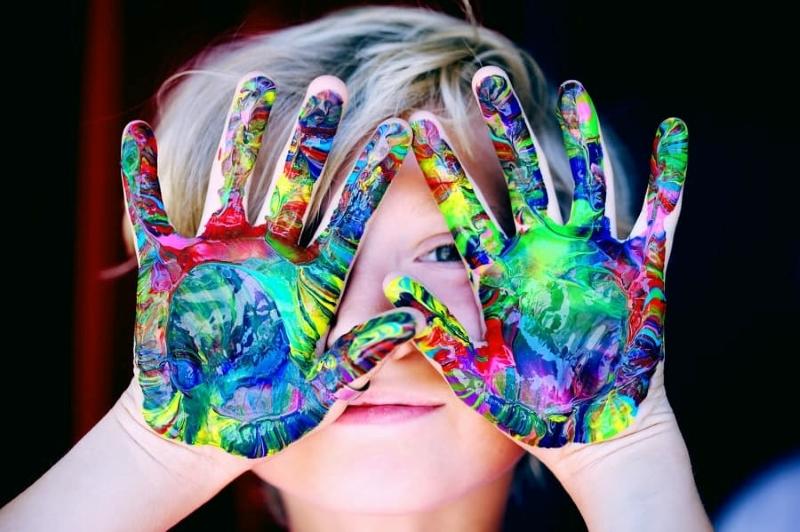 Care sunt beneficiile uimitoare ale artei pentru copii?
